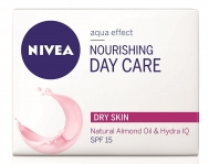 Nivea Nourishing Day Cream Dry Skin SPF15 50ml